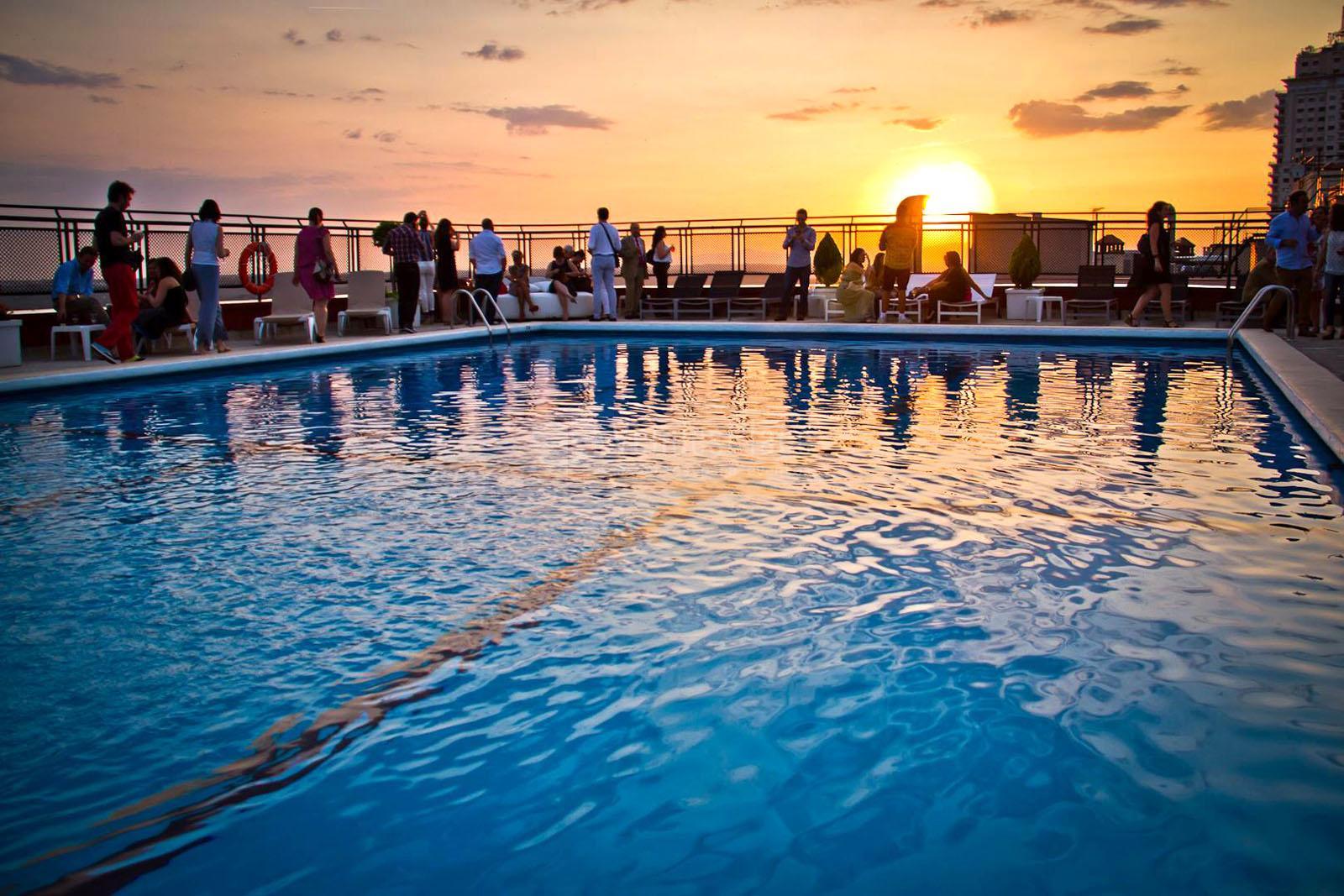 Global blue ink piscinas en el cielo de madrid for Piscinas madrid